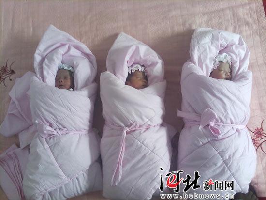 /enpproperty-->  这是冀鲁豫爱心宝宝大家庭的首批小成员  河北新闻网、河北日报曾重点关注了邯郸县东孙庄村的三胞胎宝宝(其中一个因体弱夭折),从三个小宝宝还在医院的保温箱里的时侯到他们出院,许多双充满爱的眼睛都在关注着他们。河北新闻网的记者先后三次到邯郸小宝宝的家中了解情况,以期有更多的人关心他们。  10月14日,三个小宝宝终于迎来了三元奶粉捐助的奶粉,他们也成了三元冀鲁豫爱心宝宝大家庭的首批小成员,而从他们开始将有越来越多的多胞胎宝宝加入进来,逐步形成一个充满爱的大家庭。