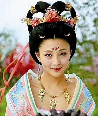 在电视剧《武则天秘史》中,殷桃饰演的武则天