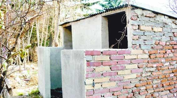 露天茅坑被拍 最新kc全景厕拍第 印度女人随地大小便