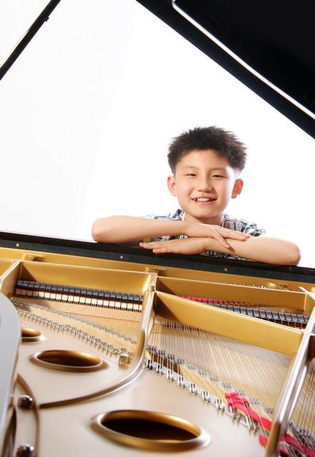 钢琴老师简历素材图片